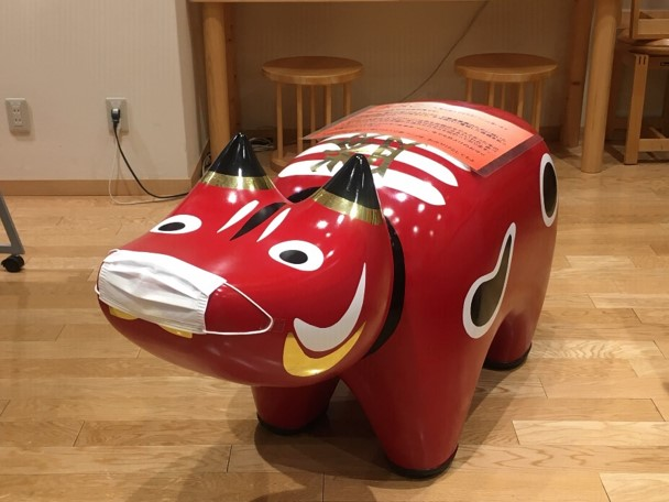 test ツイッターメディア - 【10年目の福島と。#28】 福島県のアンテナショップ「日本橋ふくしま館MIDETTE」では、なかなか福島に足を運べない今でも、都内で福島の日本酒、美味しい食べ物、おみやげ品を購入することができます!マスクをつけた赤べこがお出迎えします。 https://t.co/WjH6n2AZii