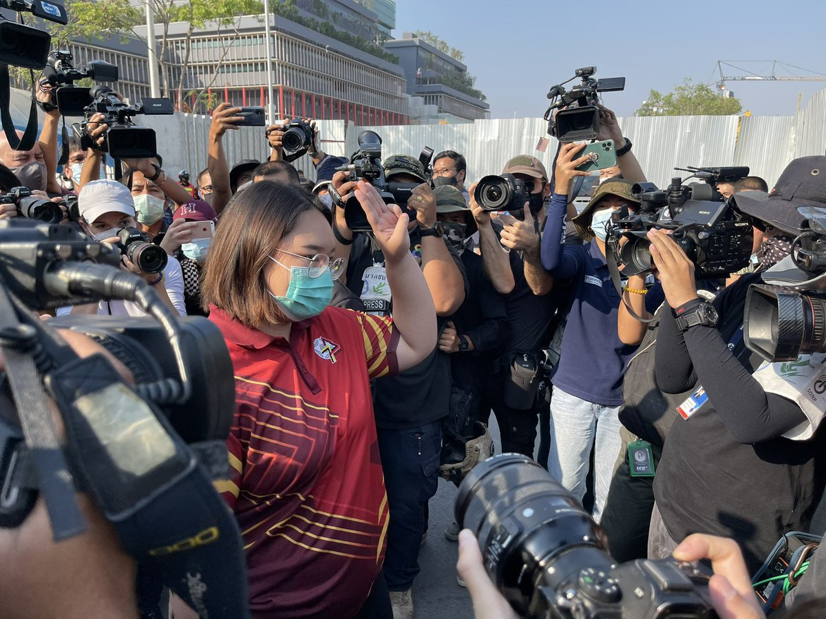 """16.05h: #ThaiProtest leader @PanusayaS has arrived at Parliament House to talk to police officials, tells media insisting that the protest group """"remains peaceful and non-violent"""" and dismissed rumors that some protest guards are armed today. #ม็อบ20กุมภา"""