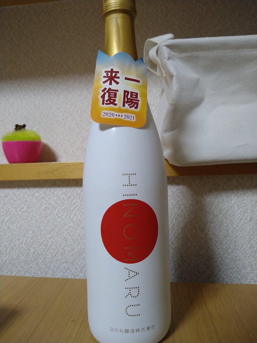 test ツイッターメディア - HINOMARU 純米大吟醸 『まんさくの花』の日の丸醸造作。復刻栽培したオリジナル米を使用。 このラベルに大吟醸とあってある程度味の予測をしていたが全く違う。 一昔前の日本酒を丁寧に造り直したような、どっしりとしていながらも米の香りの上品さが際立つ。 皮面を炙った白身魚やおでんで飲みたい https://t.co/dMeRwB5kus