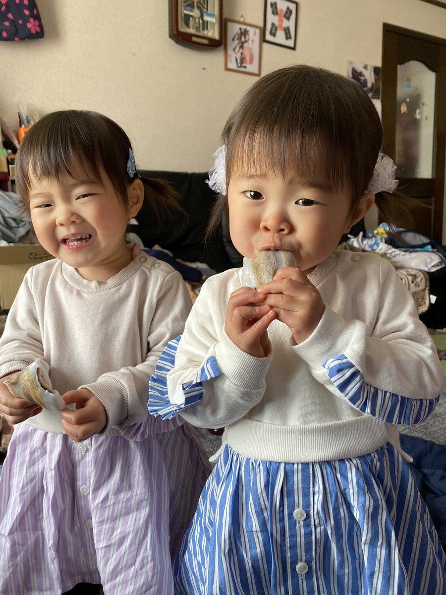 test ツイッターメディア - へんば餅を食べる双子姉妹😊  #へんば餅 https://t.co/OClgWEaeiA