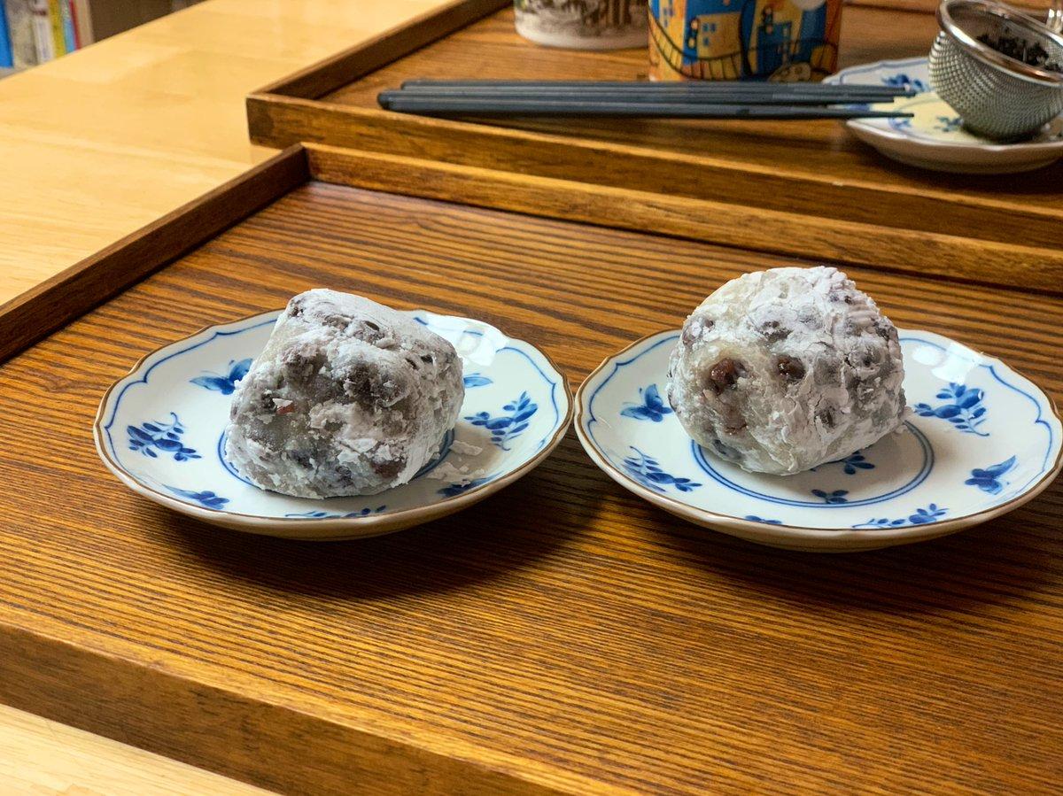 test ツイッターメディア - これはかの三島由紀夫も愛しただか愛さなかっただかの群林堂の豆大福です。脳みたいな形で脳より美味い https://t.co/I4tClqKDvT