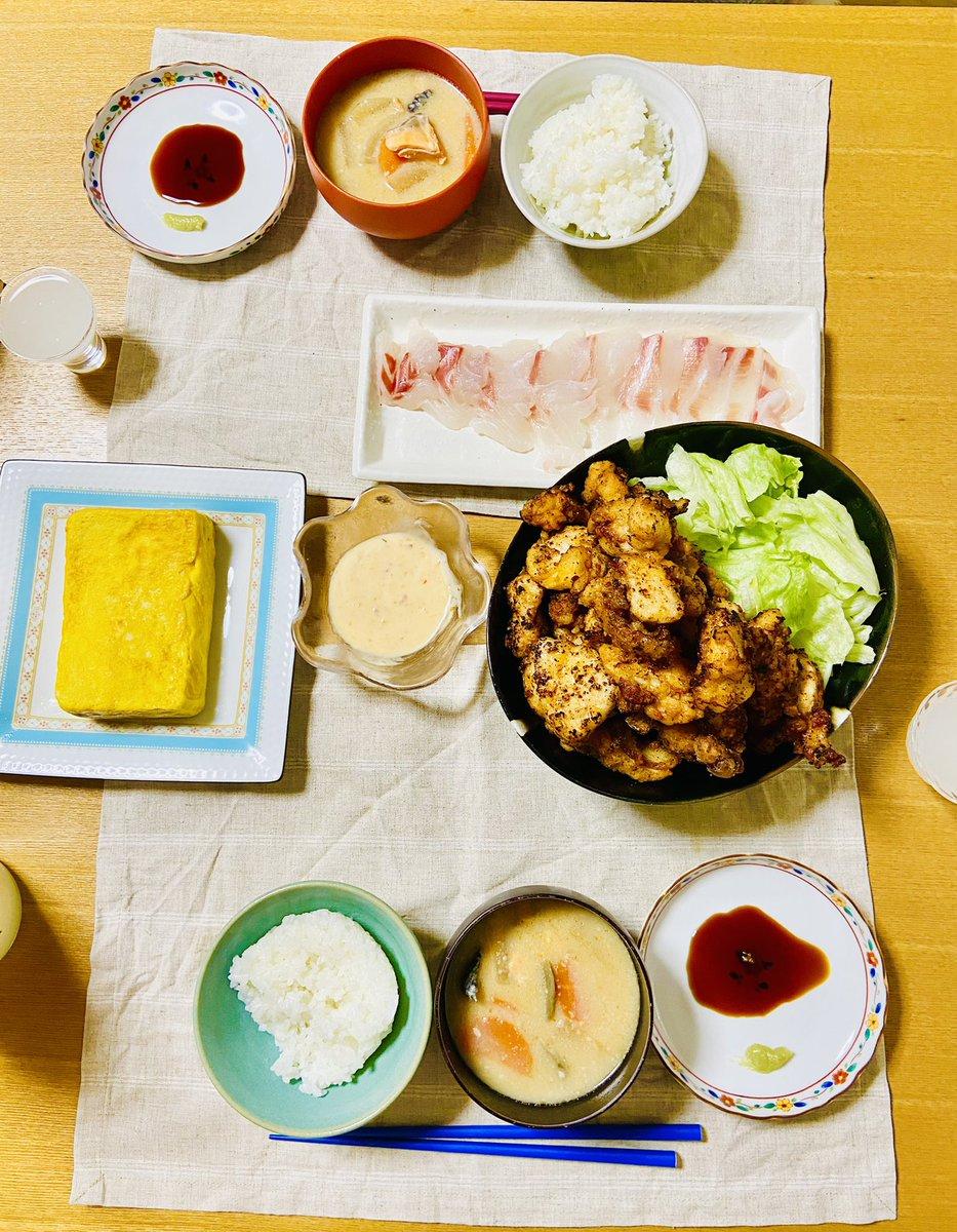 test ツイッターメディア - ・唐揚げ(山盛り) ・明太出し巻き卵 ・鮭の粕汁 あとは鯛の刺身。  日本酒は廣戸川にごり酒。刺身との相性は最高、旨口で発泡感あるので唐揚げでも悪くない。(てか一本空けないと冷蔵庫一杯)  #おうちごはん #Twitter家庭料理部 #料理記録 #料理 #晩酌 #日本酒 #廣戸川 https://t.co/9LSu9knINa