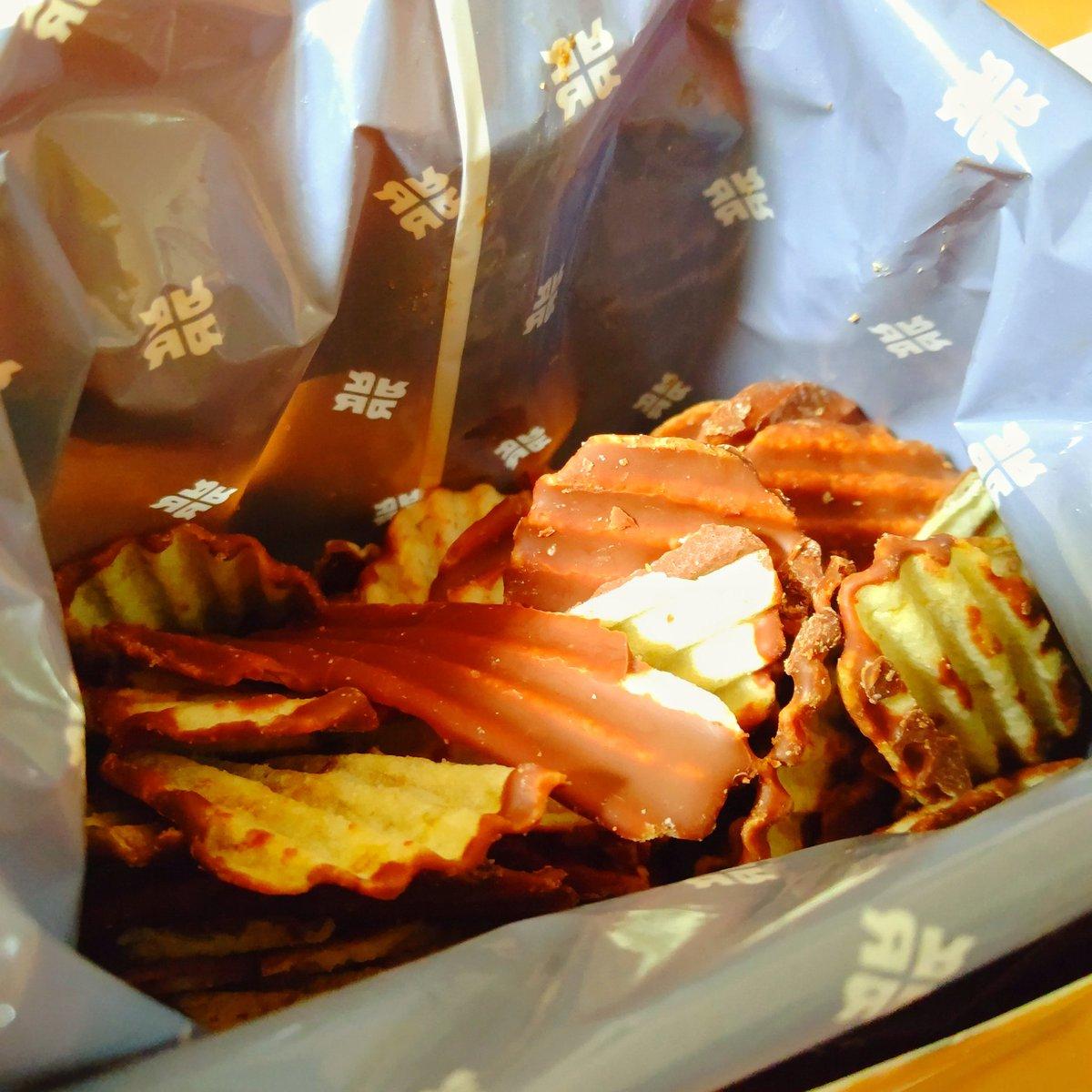 test ツイッターメディア - 先日の夫へのバレンタインチョコ🍫 夫が生チョコ大好きなので毎年ロイズで購入している。 いつも生チョコとポテトチップチョコレート。 今年選んだ生チョコはオーレとシャンパン。 #バレンタイン #バレンタインデー  #ロイズ #ROYCE https://t.co/PwUfgx6Wnq