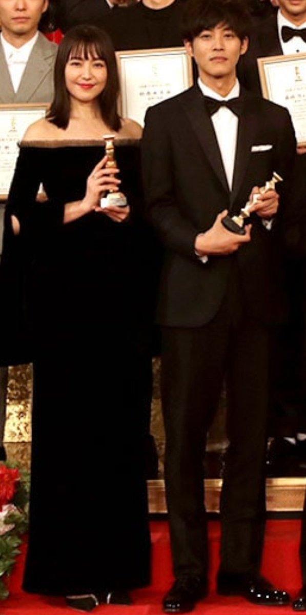 test ツイッターメディア - 今年の日本アカデミー賞は3月19日なんですねー✨プレゼンターで登場の桃李さん😆💕 衣装が楽しみです。 長澤まさみさん、今年も助演でノミネート。 昨年のツーショットが素晴らしい。スタイル抜群のお二人✨ https://t.co/nsQDRZsrG8