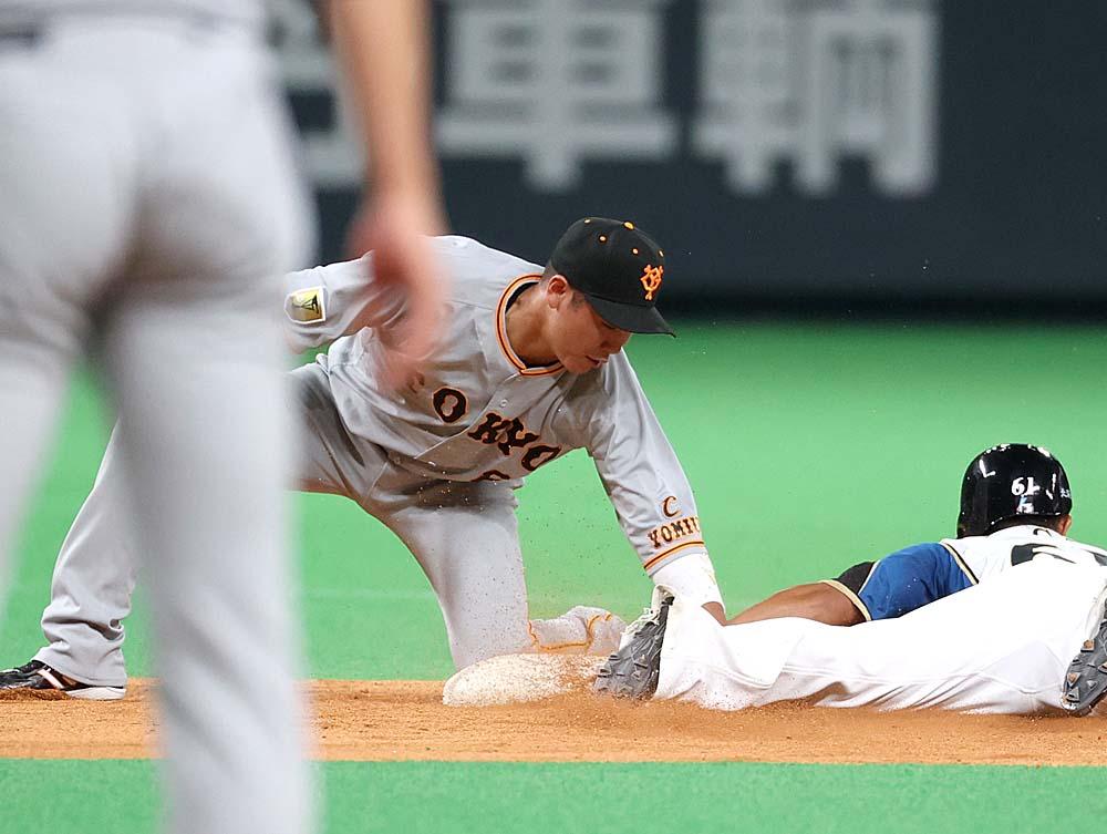 test ツイッターメディア - オープン戦⚾ #巨人🆚#日本ハム(#札幌ドーム)  【二回】巨 2-0 日  #高橋優貴 投手は一死から安打を許すが、清宮選手を空振り三振に打ち取り、#大城卓三 選手が再び盗塁を阻止し、ダブルプレーとする👍  #ともに強く #ジャイアンツ #giants #東京 #tokyo #野球 #プロ野球 https://t.co/EWWwR0JEbO