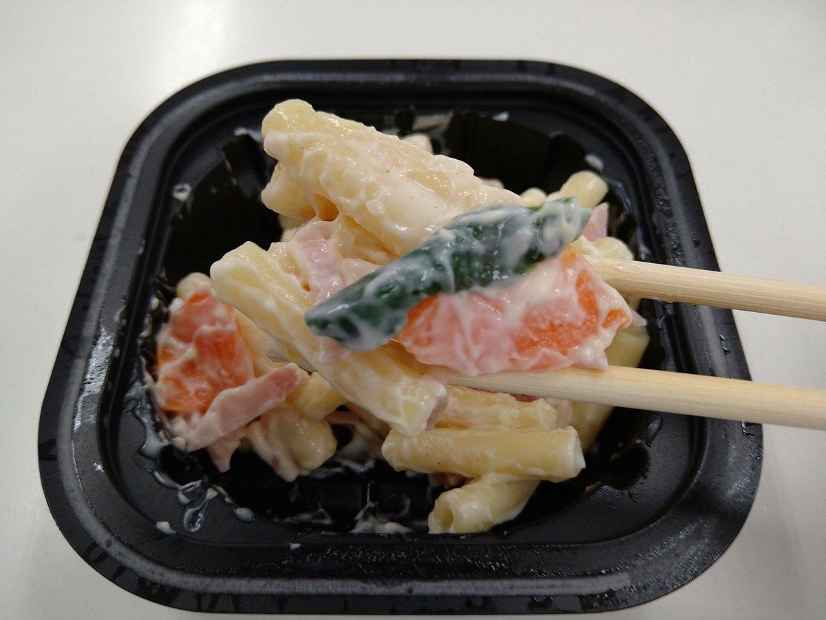 test ツイッターメディア - 今日の #ディナー 🍴  #セイコーマート の #ザンギ弁当 + #マカロニサラダ 🥗  #ザンギ は、サクッとした衣にジューシーな鶏肉で、マヨネーズをつけるとその酸味が意外にマッチし、ご飯をすすめます😋  コーンの甘さと、マカロニのモッチリ😉 胡瓜とハムが楽しい #サラダ 🥗  #コンビニ #セコマ #夕食 https://t.co/dyWHR97eZ7