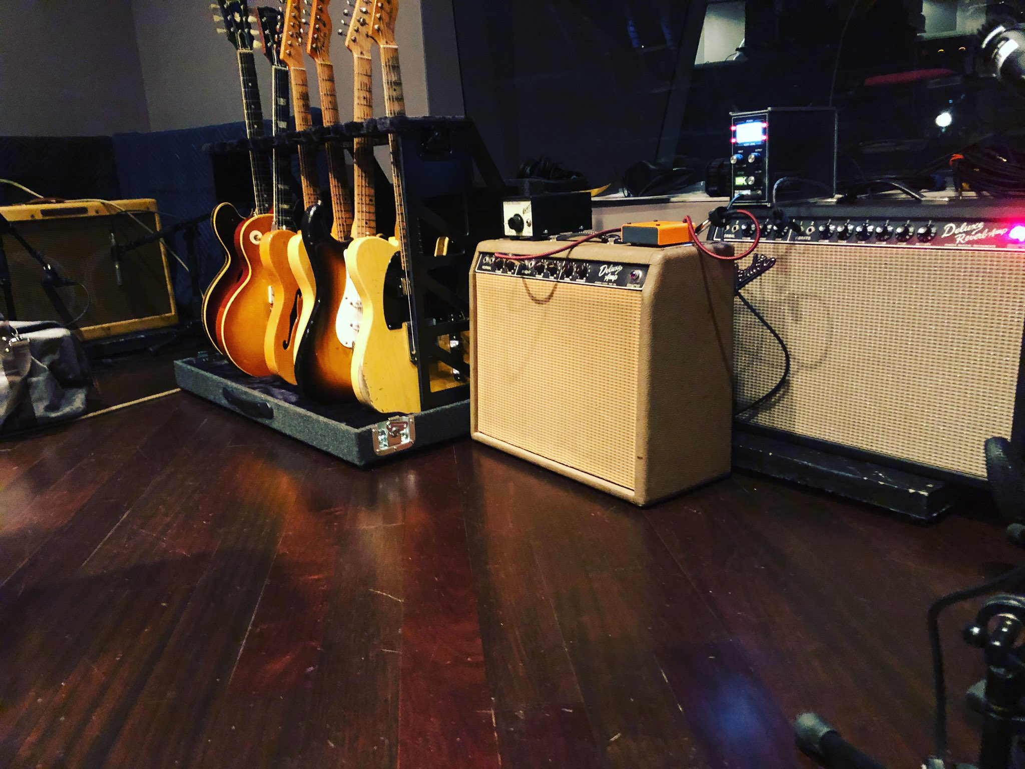 New record starts tomorrow in New York.  All amps set for stun. 😎👍 https://t.co/sJcCkiB4pq