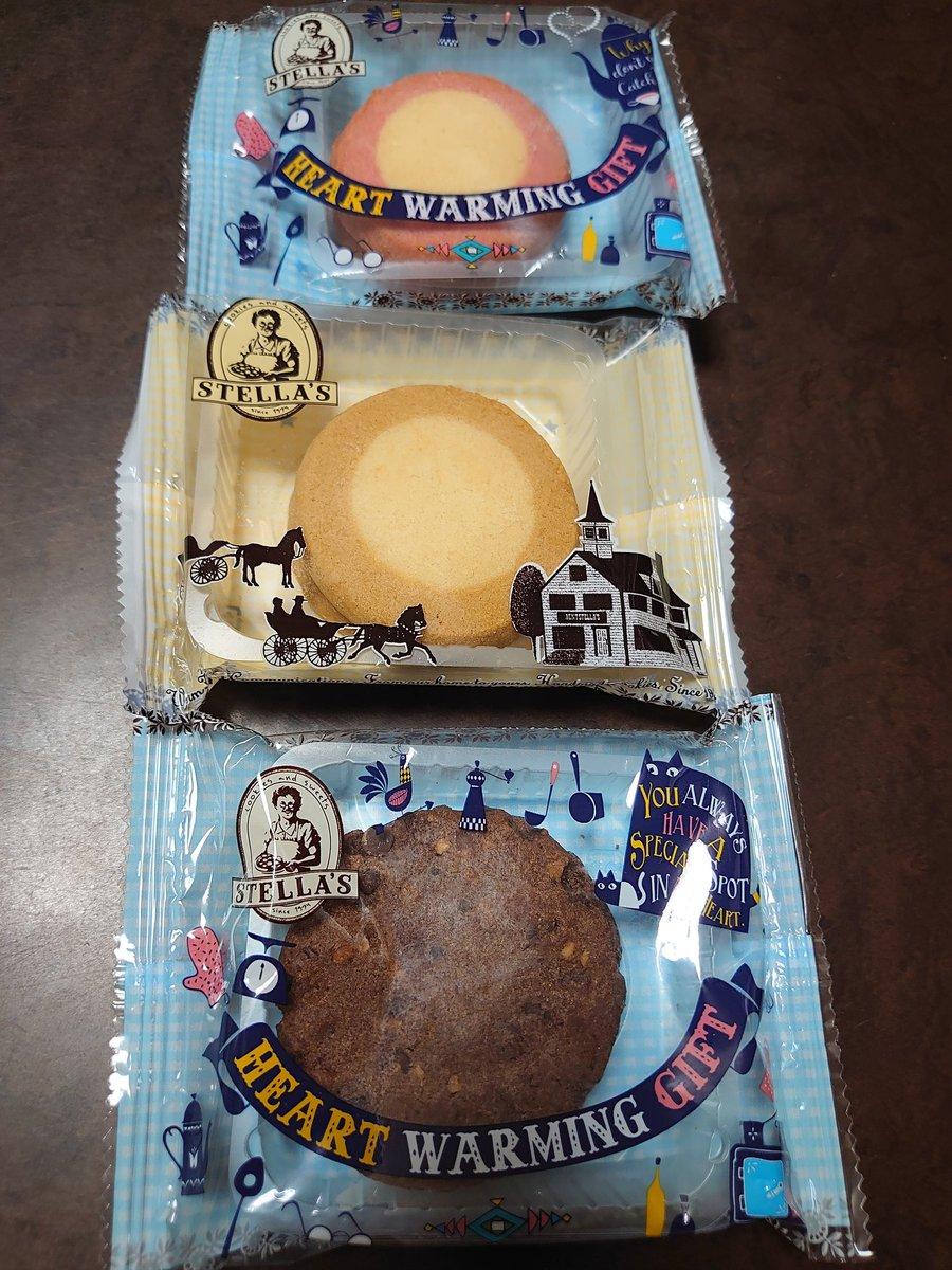 test ツイッターメディア - 今日の甘いもの😋 チョコバウムクーヘンとステラおばさんのクッキー。 写真撮ってないけど娘にはまたこの前と同じチョコチップを6袋を購入😆 私はこの3袋。苺りんぐが好き。 量り売りの店舗にしばらく行けてないから。 治一郎、ねんりん家のバウムクーヘン食べたいなぁ。 https://t.co/NBxK0gRpqY