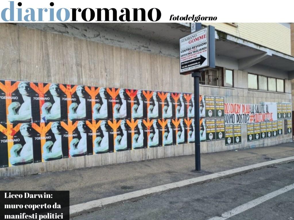 test Twitter Media - Via Tuscolana, la facciata del Liceo Darwin era stata ripulita a dicembre e ora è devastata da scritte e manifesti di estrema destra. #Roma #fotodelgiorno https://t.co/hxRkR1zzFG