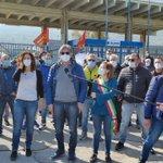 🔴⚙️ Continua la mobilitazione alla #Blutec di Termini Imerese. Ora il collegamento con @Ariachetira.  La #Fiom c'è! https://t.co/KyjVvcGUfo
