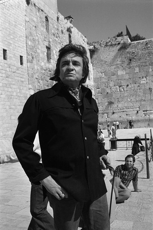 Happy Birthday Johnny Cash! Born February 26, 1932.  One often sees men in black at the Kotel (Western Wall) in Jerusalem, but this is The Man In Black!!!  Gotta Love @JohnnyCash!!! https://t.co/NXv2j697mn