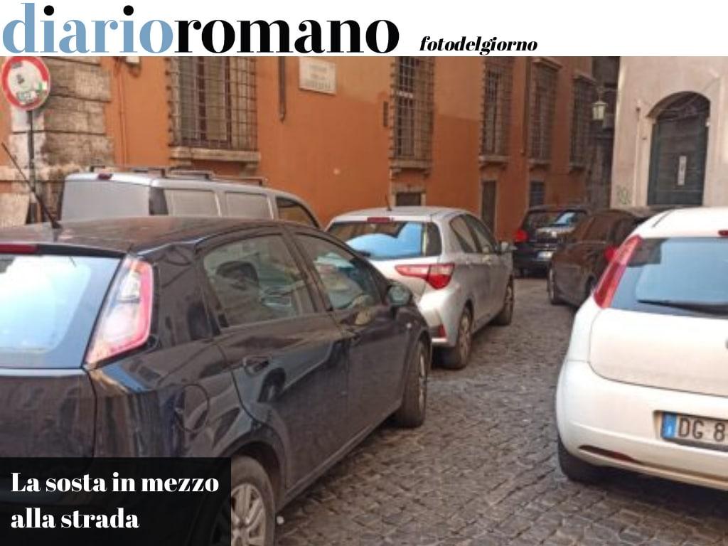 test Twitter Media - Via della Cuccagna. Un disabile o un passeggino non hanno il diritto di passare. Le auto devono prendere tutto lo spazio. #Roma #fotodelgiorno https://t.co/YyOP5FwKCl