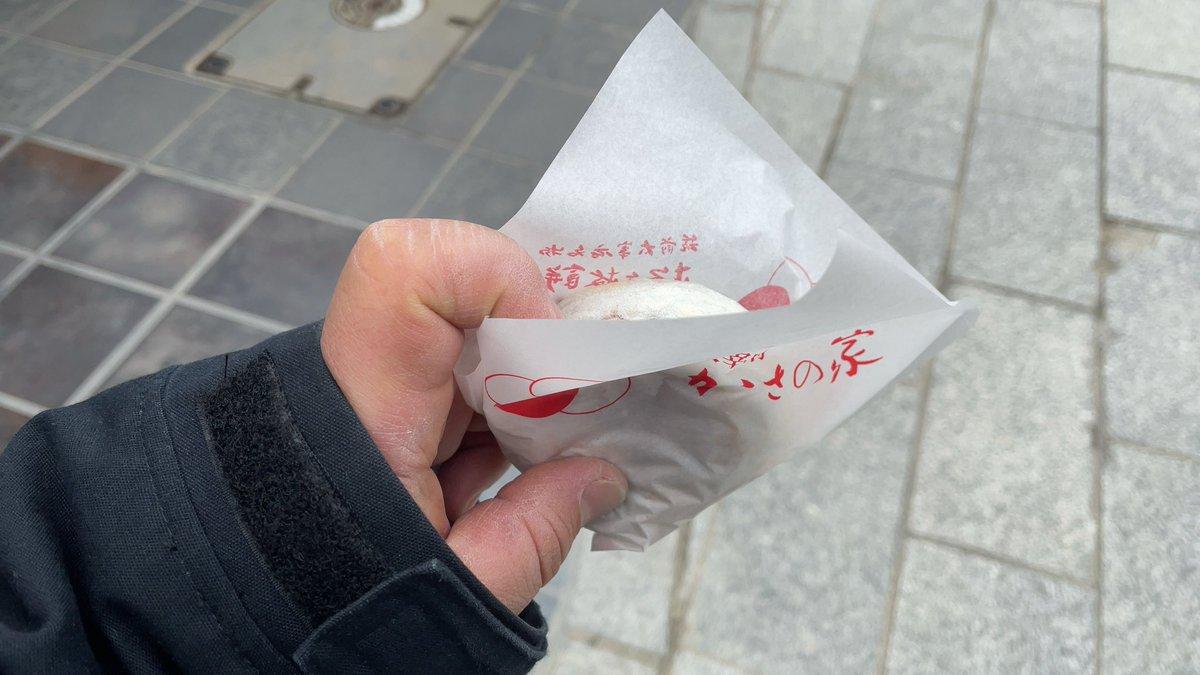 test ツイッターメディア - どこのお店のが美味しいのかわからなかったんで、有名なかさの家さんの梅ヶ枝餅。 焼き立てでうんめーにゃ https://t.co/a4PQD7YPsC