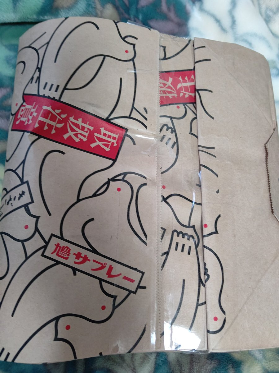 test ツイッターメディア - ついに鳩三郎をお迎えしました!可愛い😂💕 鳩サブレーのザラザラ感もちゃんと再現されてます。 一緒に買ったマグネットの学生は鳩サブレー持ってて芸が細かい✨ 終息したら鎌倉の本店行きます😁 #鳩サブレー #鳩三郎 https://t.co/H08W2VJVXK