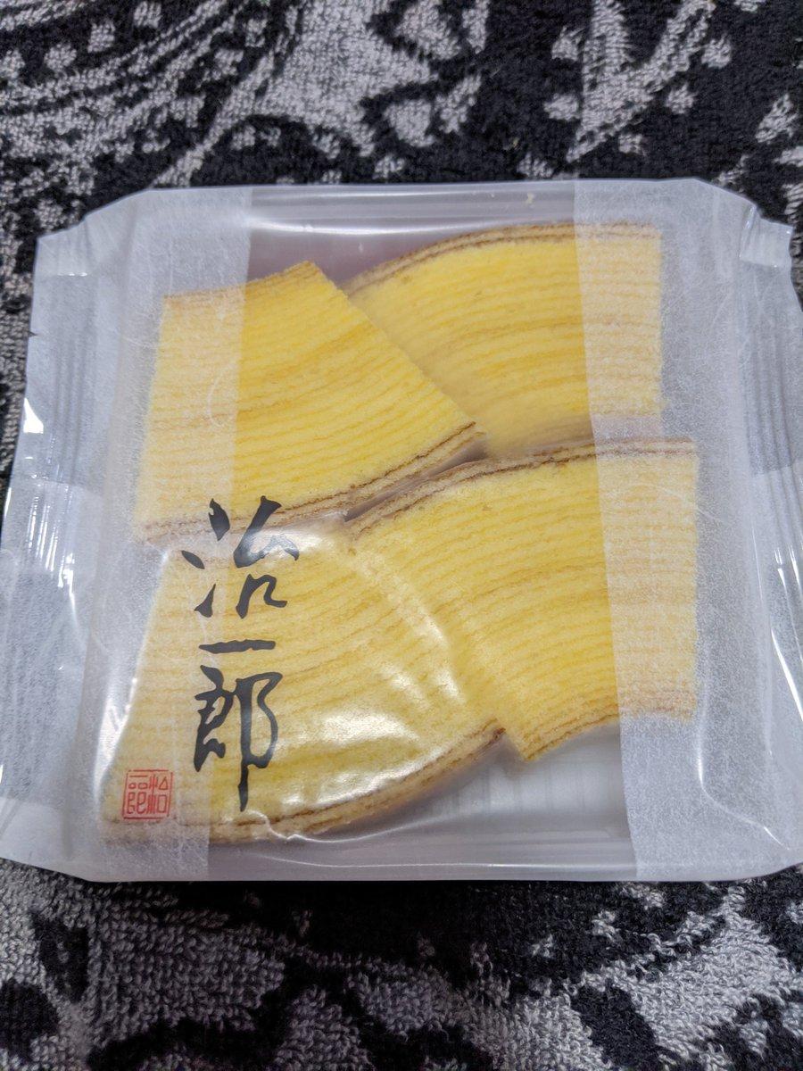 test ツイッターメディア - 本日のお土産。蟹江町のパリジャンで買ったオレンジコンフィーと名古屋駅で買った治一郎のバウムクーヘンカット。 https://t.co/OXR2ZaeMWu