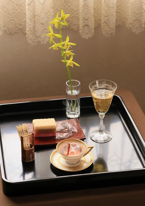 test ツイッターメディア - 日本酒と宜興紅茶、そして和菓子の組み合わせが思いのほか美味しくてね。 今日は虎屋の季節の湿粉製棹物の雪紅梅をつまみながら宜興紅茶と出羽桜の貴醸酒とで宅飲みなティータイムです。  美味しくてついついお替わりの手が止まらないの本当に困る。 https://t.co/YCdNeEVdzm