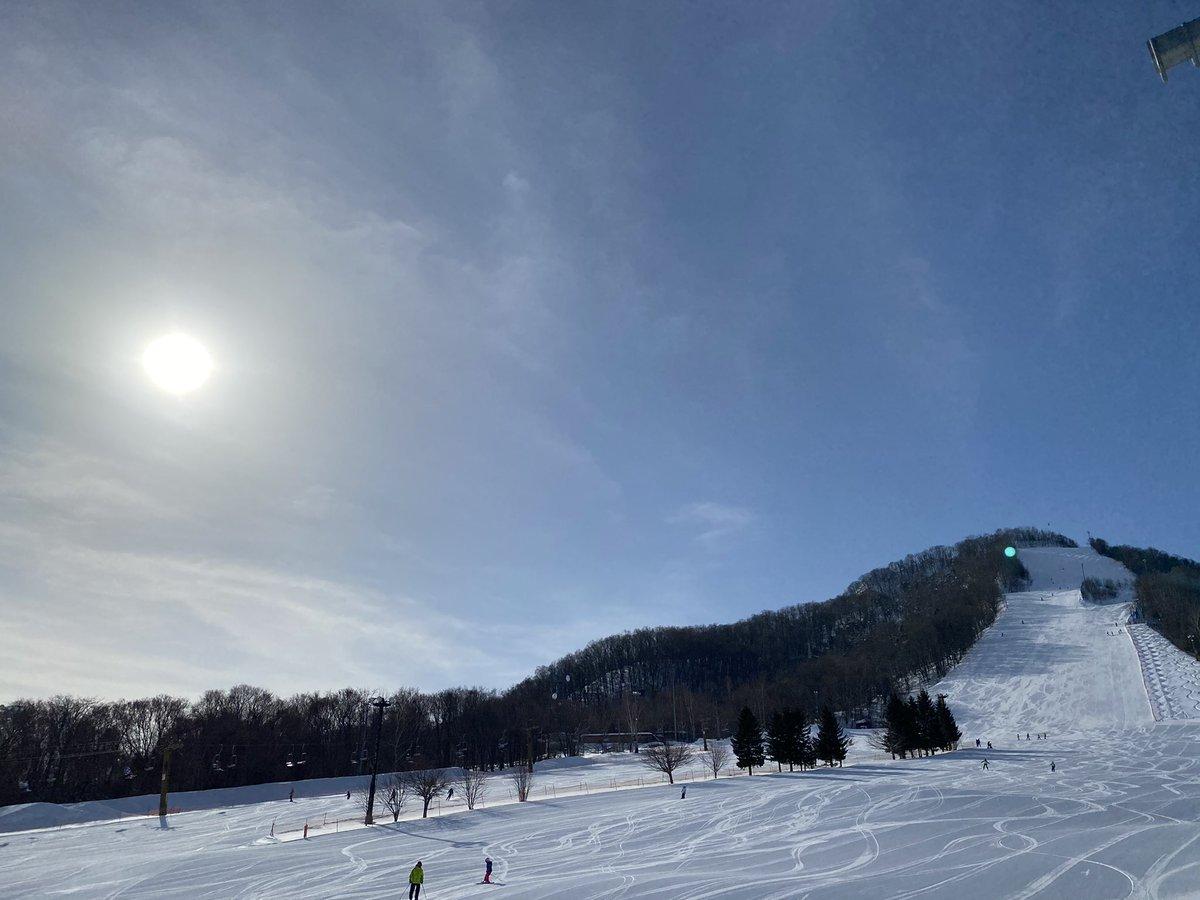 test ツイッターメディア - 最高のお天気でゲレンデ🎿💕  さて、ぼんちゃん検定チャレンジです✨ 仲良しのお友達と一緒に、 すでに母ちゃん置き去りで練習滑走に行ってしまいました😳  昨夜公開のMVたくさん見てもらえて嬉しい❤ 広がっていきますようにっ✨  https://t.co/oXVIMOmAiX  #スキー #ゲレンデ https://t.co/GlTzC9m7OA