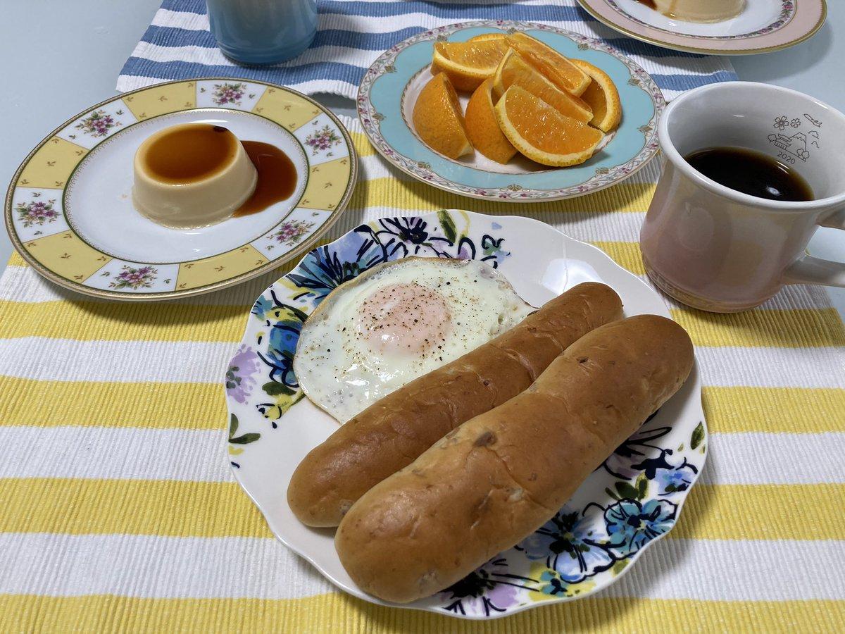 test ツイッターメディア - 2月28日 朝  旦那さんがコーヒー豆挽く音と香りに包まれてお目覚め👀✨  新しい豆☕️がドンピシャ好みで 嬉しい〜〜っ🥺💓  甘いものと合わせたい…って なったので神戸プリン🍮  いちじくのパンもあって 美味し…🤤幸せな朝た☺️✨  #おうちごはん https://t.co/1pXifpKCW1