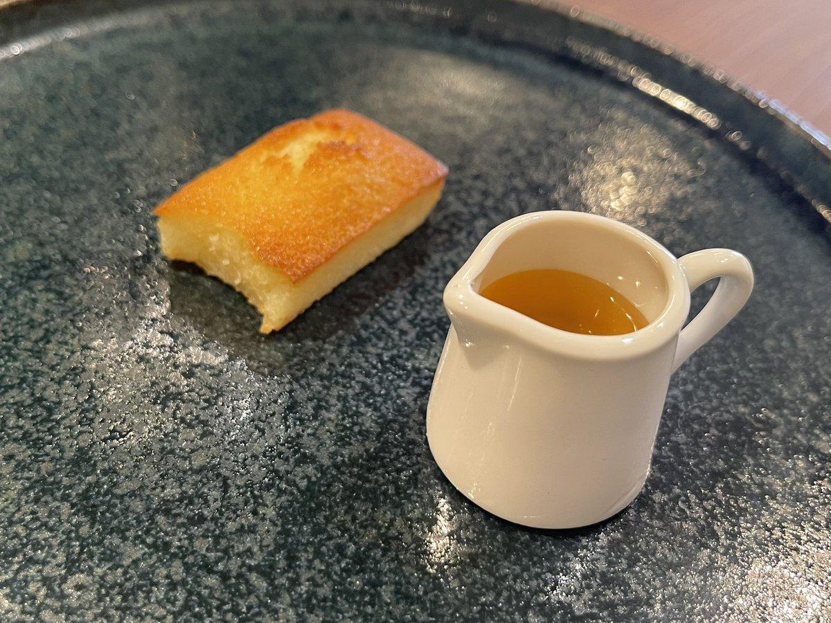 test ツイッターメディア - お茶菓子はフィナンシェ 蜂蜜どう掛けるか迷った笑 最初にそのまま少し食べた カリカリだった https://t.co/aNZlv6PpUN