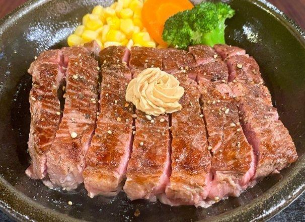 test ツイッターメディア - いきなりステーキに来て仕舞い注文しました。サーロインレギュラー230gとワイルドステーキ450gを喰らう、食欲には勝てんです。 ダイエットする筈がステーキの魅力に負けました🤣🤣🤤❣️♥️💞🥰🥩🍴 https://t.co/yzG8puAECR