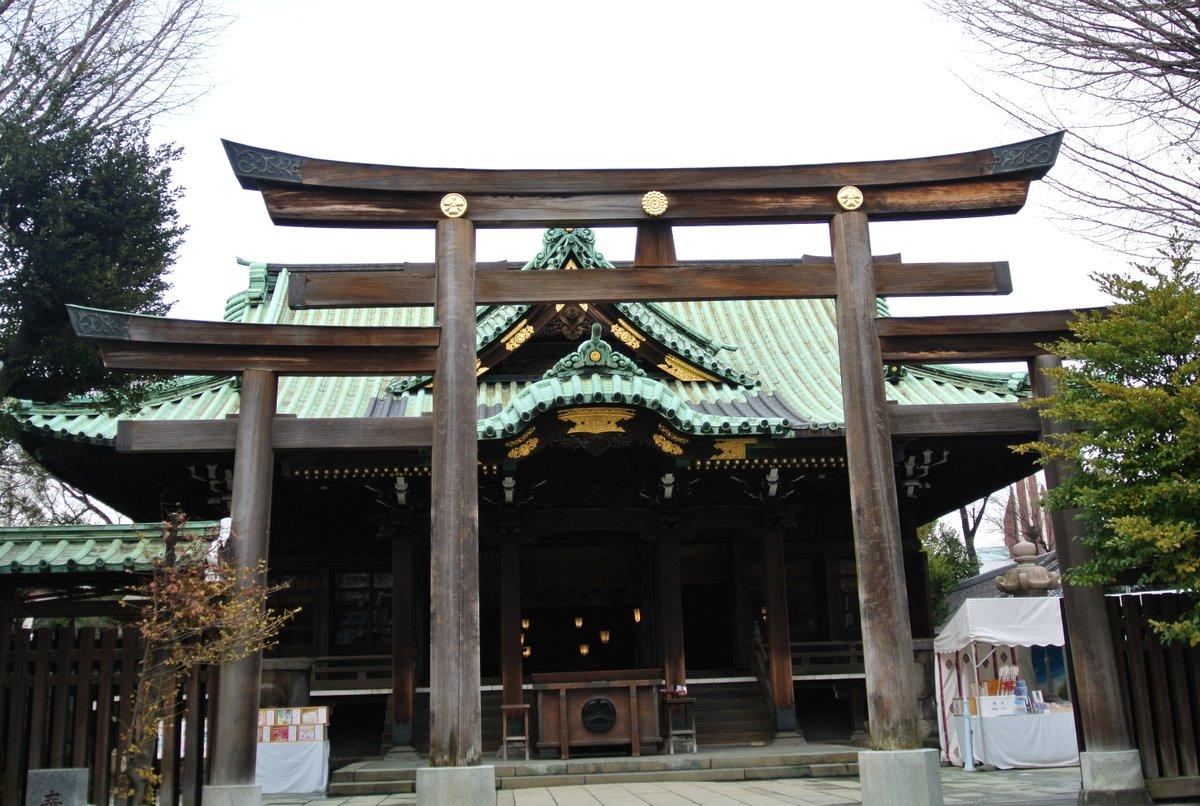 test ツイッターメディア - 牛嶋神社の三ツ鳥居(三輪鳥居)は、鳥居の両側に小さな鳥居が付いている珍しい構造。2018年秋の台風24号で倒壊し、翌年に再建されたそうだ。再建後はまだ1度も訪れてないので、機会があれば見に行きたい。(2012年3月1日撮影) https://t.co/lgzl07rae4