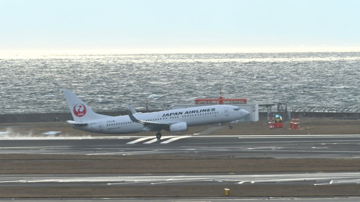 test ツイッターメディア - JAL3103便が札幌に向けて離陸しました。現在のセントレア、雨は降っていませんが風が非常に強いです。今後、風が更に強まると名鉄電車など空港アクセスにも影響が出る可能性がごさいます。ご注意ください。 https://t.co/sGUTFB2b9Z https://t.co/PEnaPgWJge