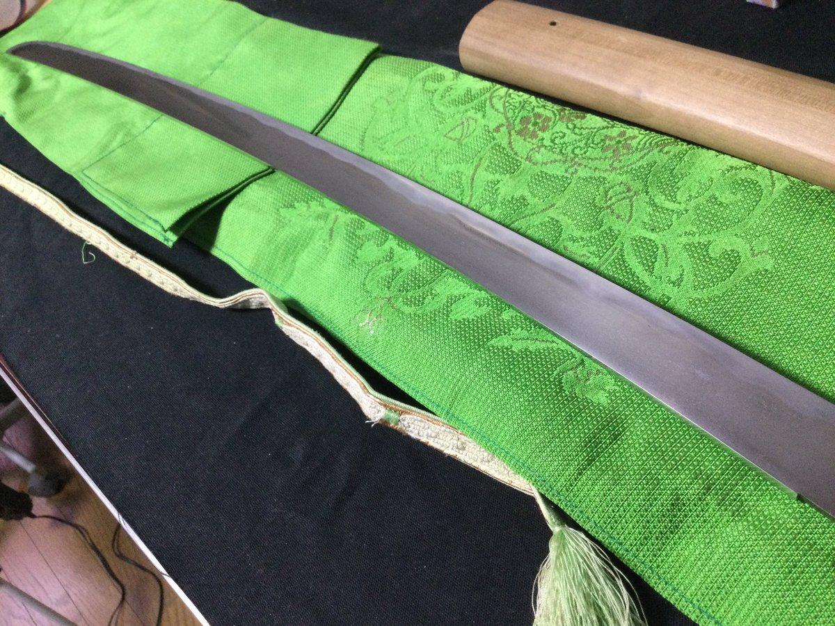 test ツイッターメディア - 平造りの刀。 随分と研がれてるけど、斬れる斬れる! 室町期の物で銘は◯國◯と読めない。 宇多なのかもしれないし? 結果が楽しみです。白鞘は虎が入ってて素敵! そして知ってる人多いけど。 山本家の刀です。 https://t.co/5FLT6tOy48