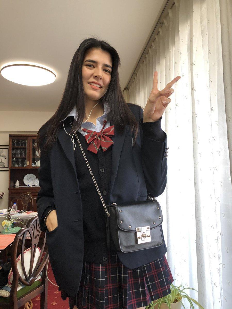 test ツイッターメディア - 🇮🇳明日は娘の卒業式🇮🇳  高校三年生の娘❤️ 本日最後の高校生活❣️  明日の卒業式に向けて 予行演習の登校日🤗  ミニスカートの 可愛い制服ともお別れ😭  背が高くて ませた顔してるから 毎朝登校中、道ゆく人に  「姉ちゃん 本格的な制服コスプレやな」 って言われ続けた3年間だったね🤣  お疲れちゃん💕 https://t.co/BYIgdr84dr