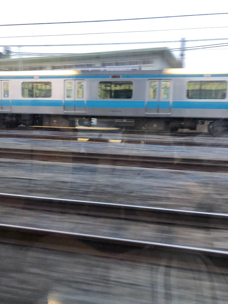 test ツイッターメディア - 並走する京浜東北線(与野付近、下り)、結構乗ってるのに行き先が「回送」になってる… https://t.co/zVwySQzSst