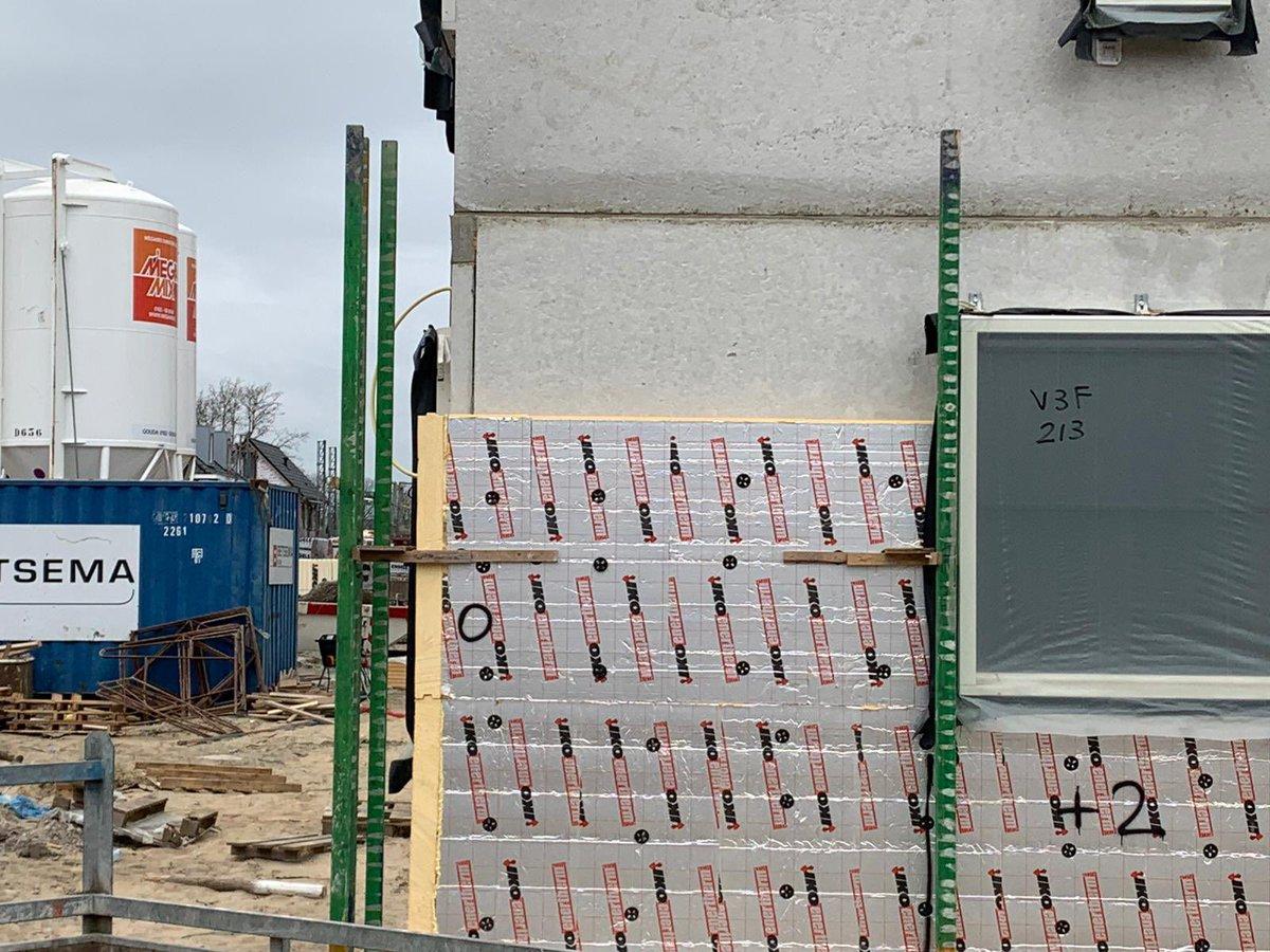 test Twitter Media - Purmerend: project met verschillende woningtypes in #prefab #beton met #kpv. Gevelisolatie @IKO_enertherm steen @WienerbergerNL en @engelsbaksteen , mortel #megamix #zonnepanelen boven de betonpannen #onderzoek  #materialen #bouw #metenisweten #doorheelNL https://t.co/hGU9LJ8EYk