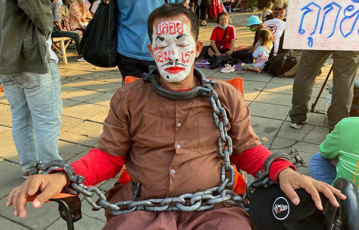 """Uncle Statue,"" dressed in chains, is also present.  #เดินทะลุฟ้า #เดินทะลุฟ้าคืนอํานาจประชาชน #WhatsHappeningInThailand #ปล่อยเพื่อนเรา"