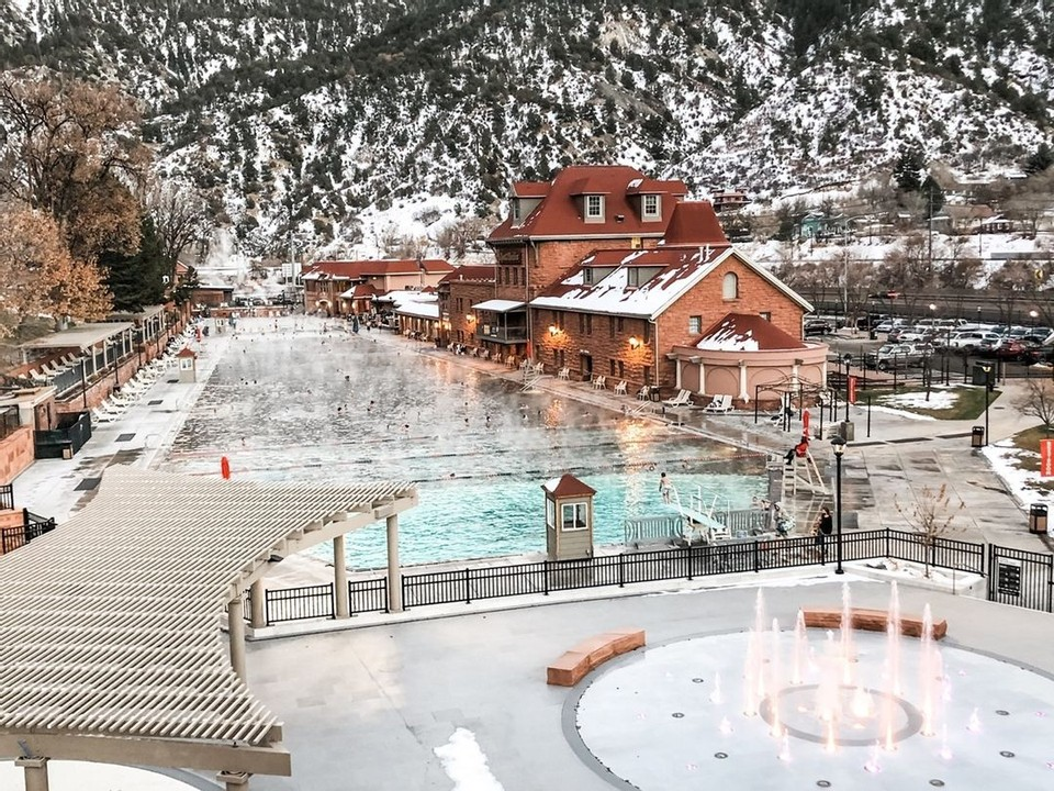 In 1888 the world's largest hot springs pool was born in the newly established town of Visit Glenwood Springs.  ♨️ Soak in some of this history at the Glenwood Hot Springs • PC: @thehoteldenver 📸 Thanks for sharing with #hotspringsloop! @VisitGlenwood @Colorado https://t.co/P3zAJVXrnD