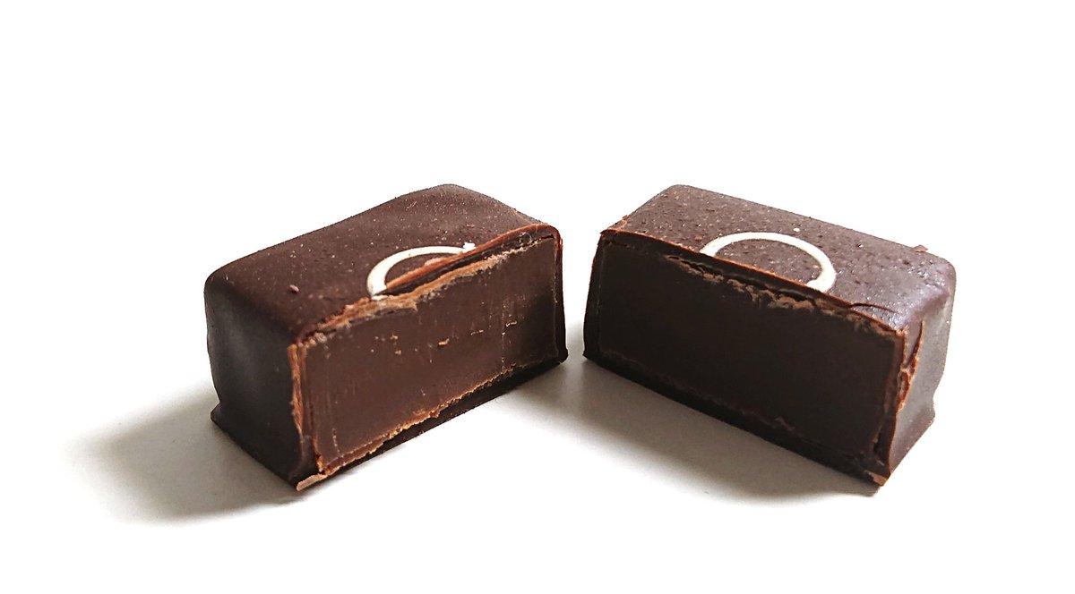 test ツイッターメディア - トシ ヨロイヅカ JAPONAIS 和三盆  カカオと白下糖を長時間コンチングして作った新しい風味のショコラ🍫  もっちりとした舌触りから溶け出すのは、香ばしい味わいが魅力的な和三盆の優しい甘さ。 ふんわり樽の香りがするラム酒漂う😊 https://t.co/4jfltbF0Xw