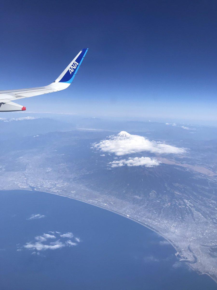test ツイッターメディア - 鹿児島旅行記✈️  飛行機で羽田から鹿児島までひとっ飛び! 実は飛行機、頻繁には乗らないからなかなか慣れずにいつも少し怖い。 気を紛らわすために機内サービスで読んだ山田太郎物語が結構面白かった。 そんなこんなで鹿児島到着! 空港には足湯もあるよ♨️ https://t.co/K3Vv0rL2VB