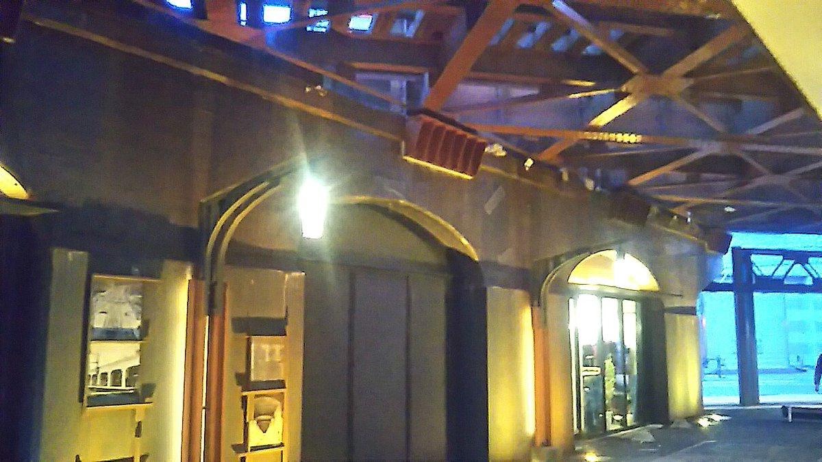 test ツイッターメディア - 南海電鉄ガード下のEKIKANはスポーツ関係とレストランの店舗が並んでいます。ここのスペースにはレールのカットモデルや高架工事の写真が飾ってありました。 https://t.co/X2iSQDF5C5