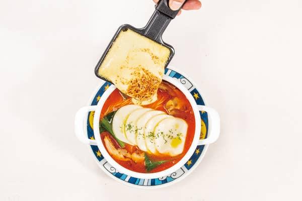 test ツイッターメディア - 【太陽のトマト麺withチーズ 原宿竹下通り店】【チーズ×トマト麺】 チーズの魅力たっぷりのインスタ映えラーメンを召し上がれ! https://t.co/eOUCqTJLyV
