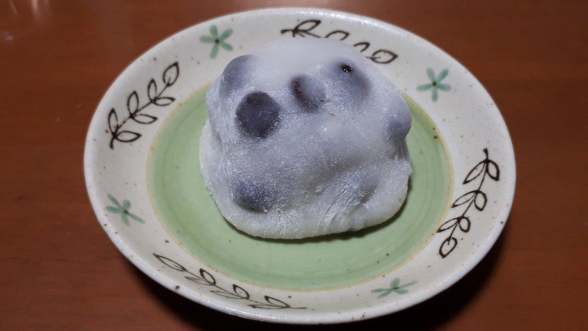 test ツイッターメディア - 先日のデザートですが、京都市の「出町ふたば」の「名代豆餅」を食べました。僕の中で、ナンバーワンの豆大福。やっぱり美味しかったですよ~。(笑)  motti  #出町ふたば #名代豆餅 #DQ https://t.co/pwb3hTx3nH