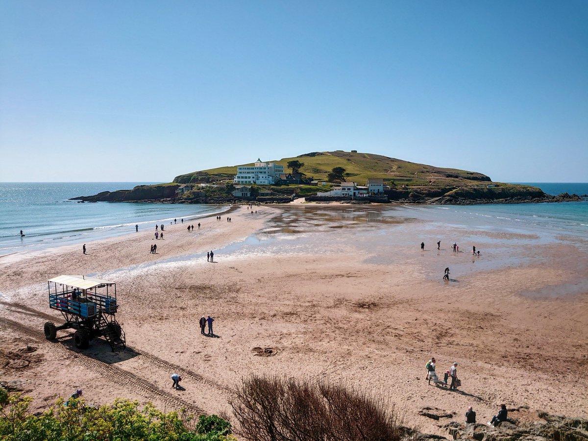 test Twitter Media - B I G B U R Y A narrow slither of sand provides a walkway to Burgh Island. The Sea Tractor being the other option at high-tide. #Bigbury #Devon #SouthDevon #VisitDevon #LoveDevon #ExploreDevon #SWIsBest  #Beach https://t.co/1yxqTbQ5qD