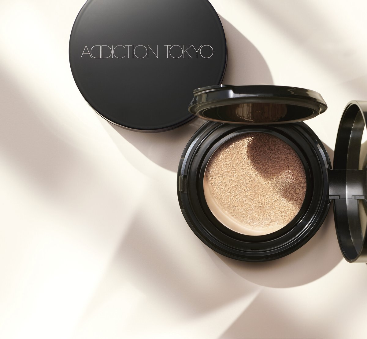 "test ツイッターメディア - 【明日予約開始】 SKIN REFLECT スキンリフレクト ラスティング UV クッションファンデーション 全6色  隠すことにとらわれず、光を反射させ素肌のような""素肌膜""を作り出すクッションファンデーション。  4月23日(金)全国発売 Maison KOSÉ表参道店では先行予約受付中!  #アディクション https://t.co/PAFLwI0J6g"