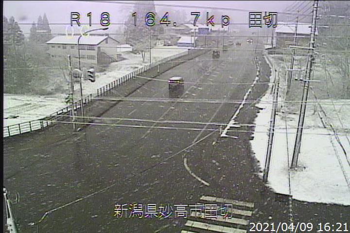 test ツイッターメディア - 16時20分時点の国道18号信越大橋、田切の状況です。 上越山沿いで降雪となっており、今晩から明日にかけて路面凍結の恐れがあります。安全運転をお願いします。 https://t.co/AZTyytRUdb