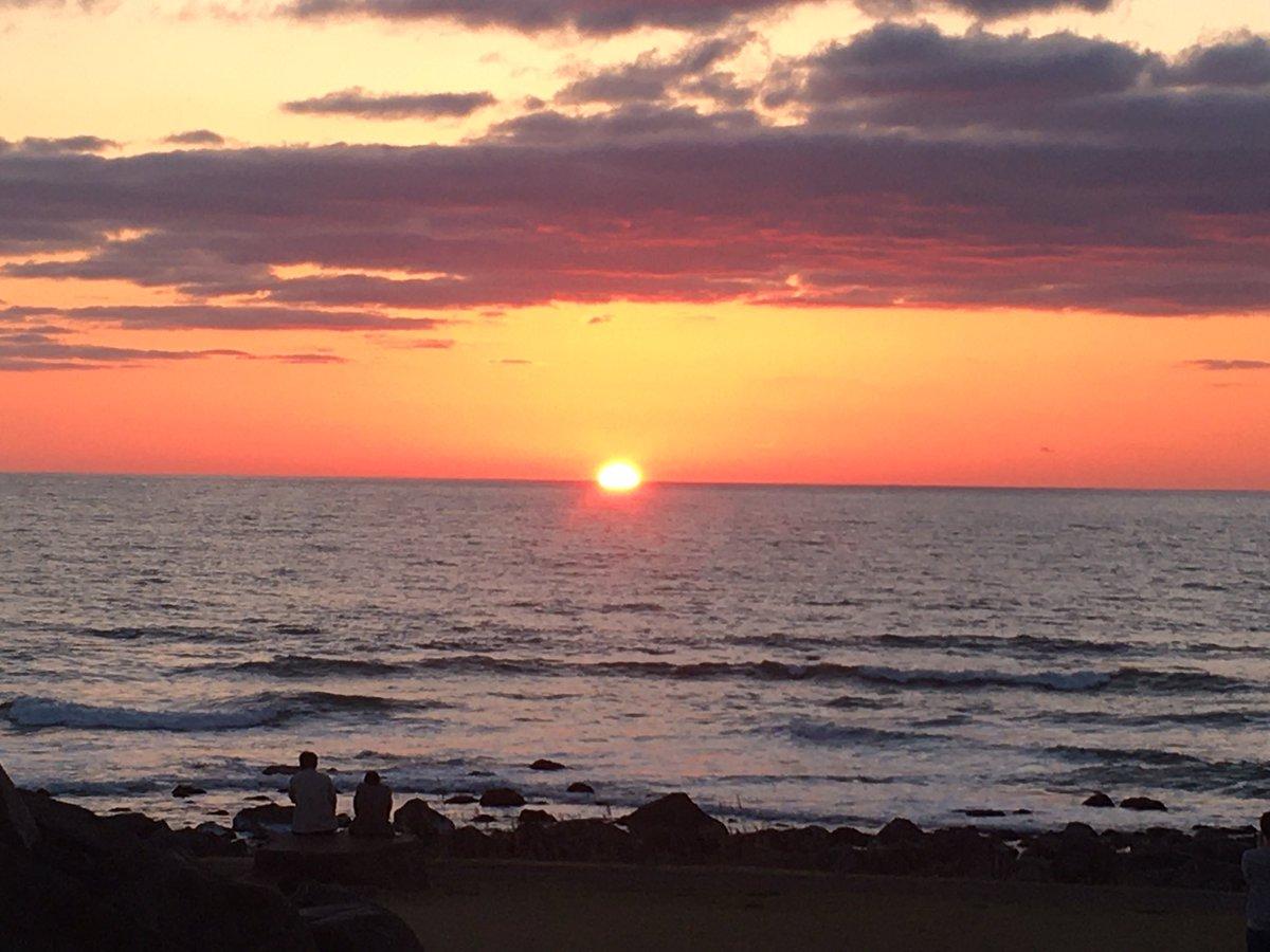test ツイッターメディア - 沈む夕陽に潮騒。旅情があっていいところです。気分は船越英一郎。  というか、埼玉県民は海岸線に沈む夕陽なんてそうそう見られないわ。 https://t.co/DiiZNd80Jc