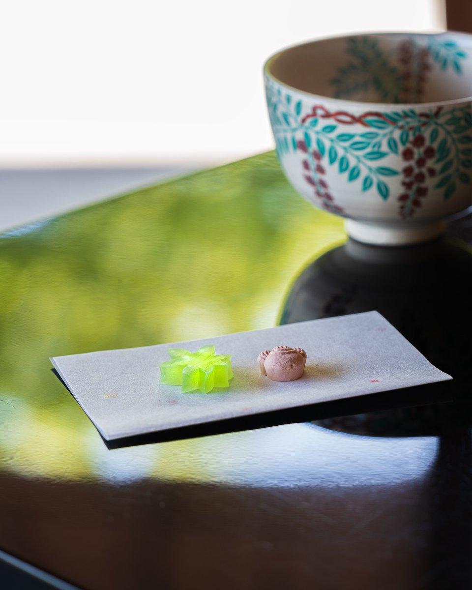 test ツイッターメディア - 【新緑のお干菓子とお抹茶】  茶の庭 一白庵では愛知県半田市にある老舗和菓子店松華堂さんのお干菓子を使用しています✨ 現在「青楓」と和三盆を使用した「宝尽」をお召し上がりいただけます🌱 一面美しい緑の青もみじを見ながらお干菓子とお抹茶でゆったりとした時間をお過ごしください✨ https://t.co/gEoGgXst5c