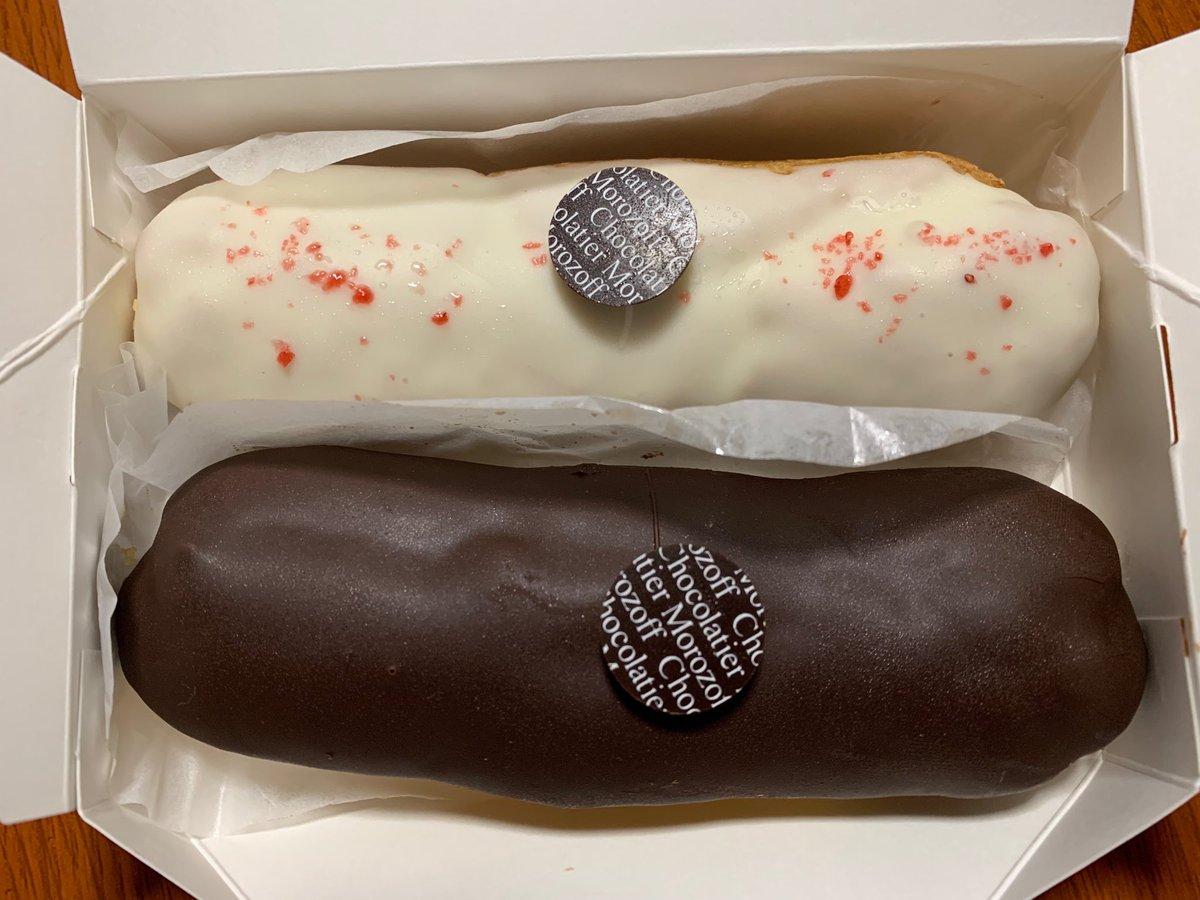 test ツイッターメディア - モロゾフの阪神百貨店限定エクレア。 黒い方は中にカスタードクリームとカラメルソース入り。 白い方はカスタードクリームとあまおう苺ソース入り。 ウマー! https://t.co/7dvnuSxqqL