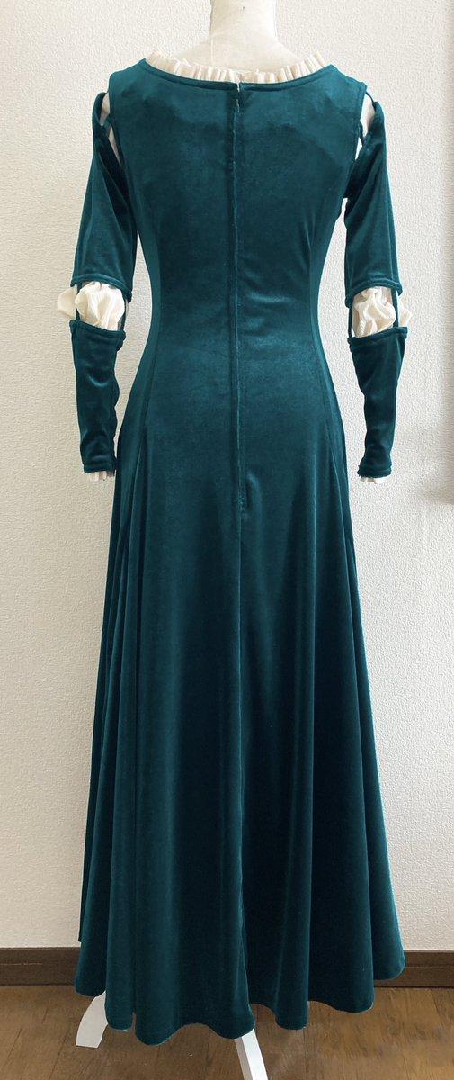 test ツイッターメディア - 低浮上気味でしたが!数日前に、メリダのドレスがやっと完成しました〜!!!💚💚💚 初めてのドレス作りで、形を再現するのにもすごく苦労しましたがいい経験でした!😆このドレスはとにかくめっちゃ暖かい!!  記念に着て撮影もしたのですがそれはまた後日✨  #メリダとおそろしの森 #Dハロ仮装 https://t.co/IaiU3HnDST