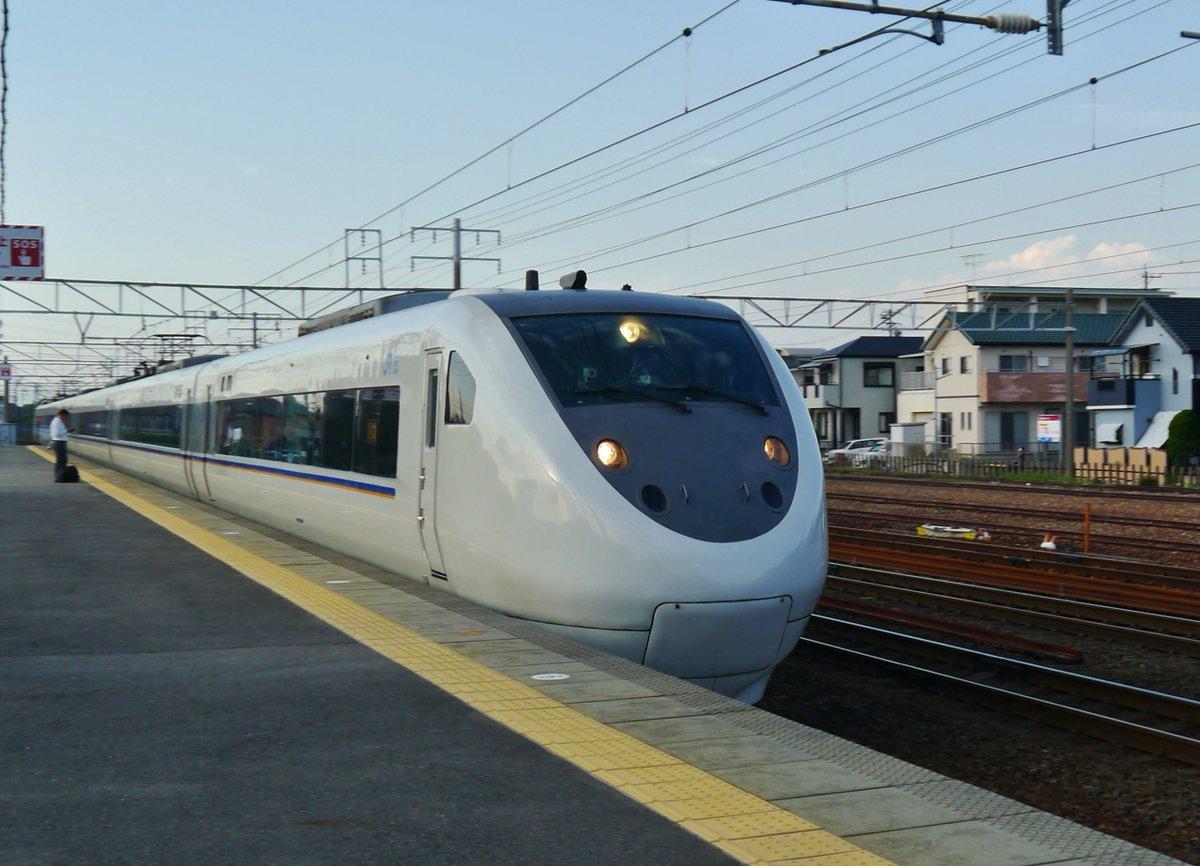 test ツイッターメディア - #鉄道 ローカル駅を通過する名古屋行きの681系JR特急「しらさぎ」。 https://t.co/WTwxHTEYwh