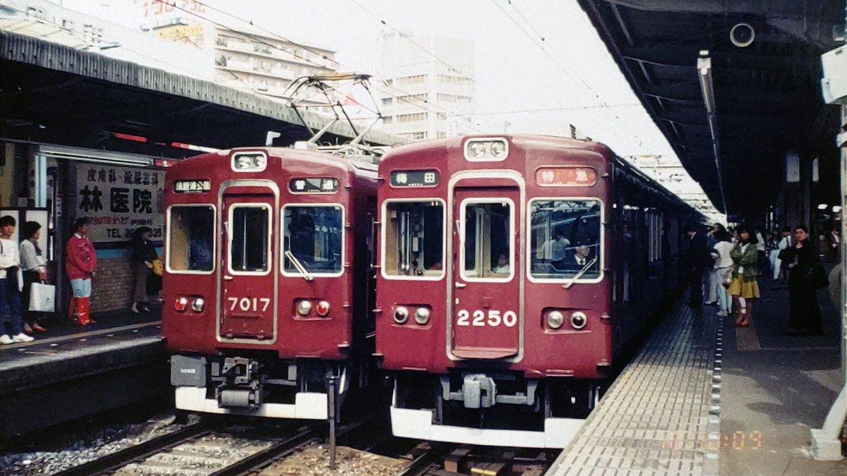 test ツイッターメディア - @HK9300_SERIES 阪急電車の車番(特に貫通扉に付いてるモノ)は、お顔のアクセントですからね。👍  ちなみに生まれからの表示幕車では、2200系だけ少し低めに付いてます。😉 https://t.co/W4DcLcPzov