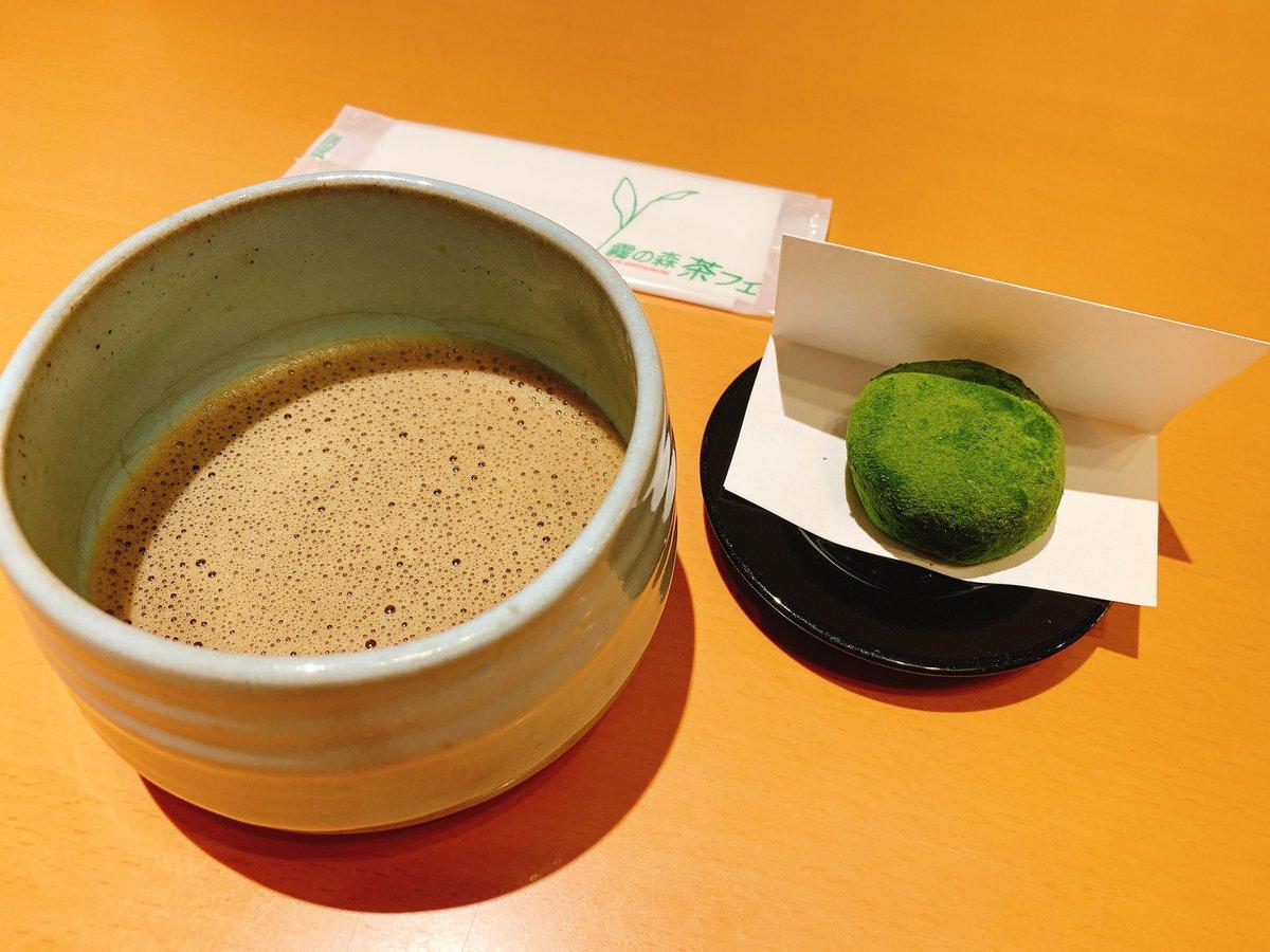 """test ツイッターメディア - 茶フェゆるり """"霧の森大福""""と""""ほうじ挽き茶""""  霧の森大福とは? ココの地域""""新宮""""にてとれる お茶を使った大福 クリームと餡を抹茶を練りこんだ生地で包み、外にも抹茶をまぶした逸品  甘さと苦みがちょうど良い大福(^^)  抹茶×クリーム×あんこ 好きの方々は食べる価値あり!! https://t.co/tmtWTDfCne"""