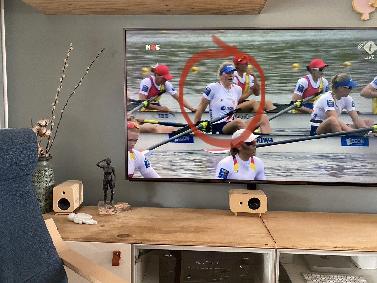test Twitter Media - Spannend!!!  Zo ga je op kraamvisite en zo zit het kind van je vriendinnetje in een roeiboot (dames-8) en roeit de finale EK medaille 🥈 #Zilver voor #DieuwertjeDenBesten https://t.co/wndfXRnISm