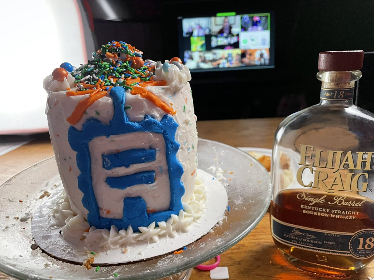 ecommerceaholic: I made a #shippingcake, with @ShipStation and @ShipperHQ.  #AdobeSummit https://t.co/xmLi0Ar0N0