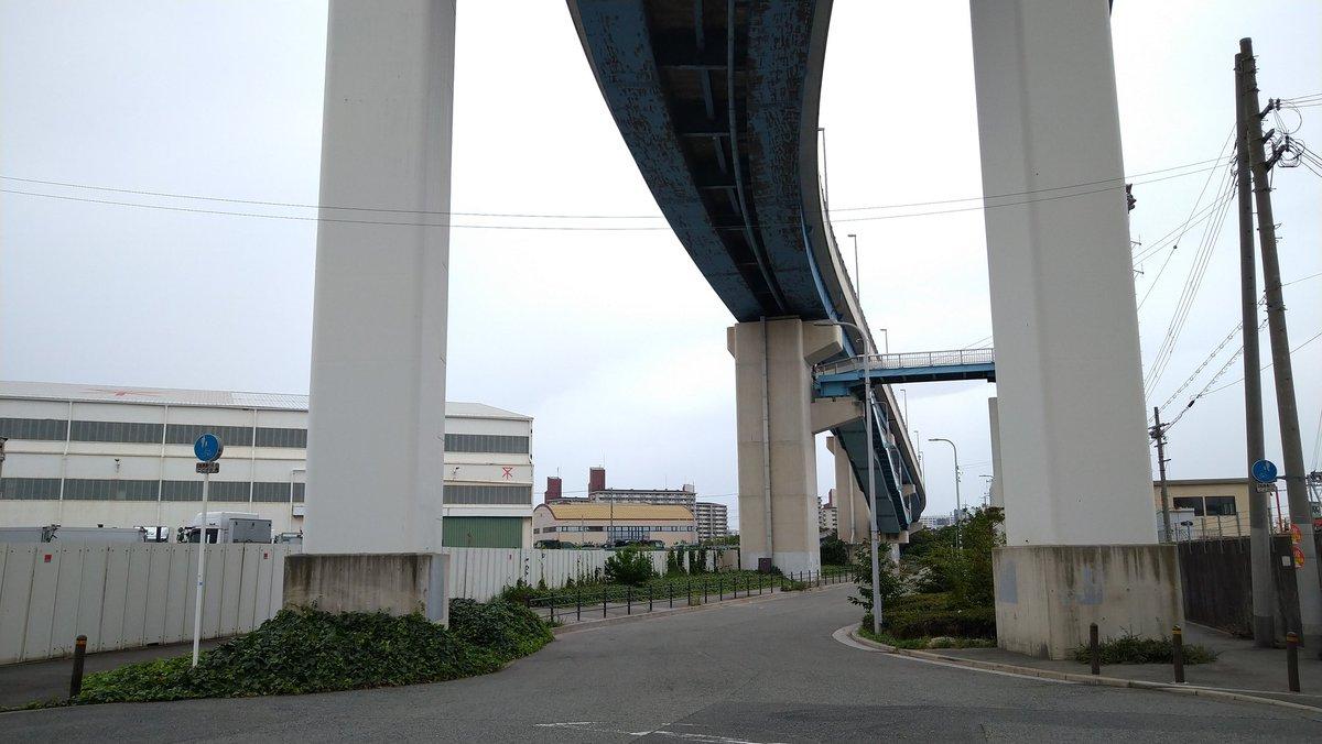 test ツイッターメディア - 大阪市 千歳渡船 鶴町四行 北恩加島1300→鶴町四 #ろって乗車録 北恩加島側に事務所があって、15〜20分おきに1往復してくる 自転車のための船かと思ったら橋の歩道を自転車で通ってる人もいて拍子抜けだけど、船使う人の方が多そう 橋の下の突き当たりロータリーとか戸畑渡船場みが深くてよかった https://t.co/pZuwvmVXLU